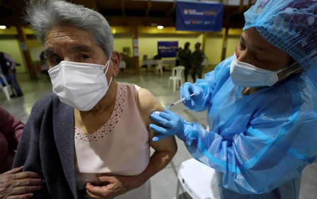 En Quito y Guayaquil la situación hospitalaria es delicada con saturación de las ucis y largas listas de espera. Foto: EFE
