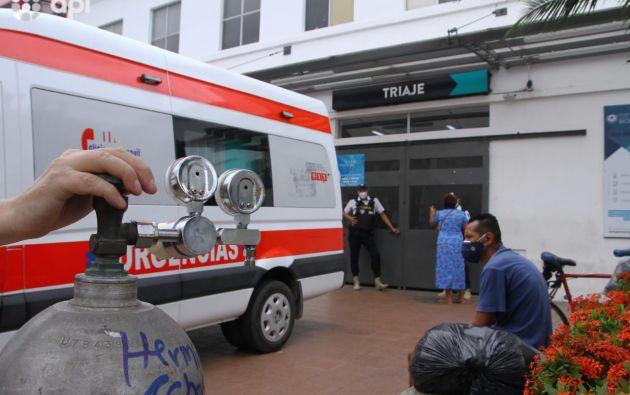 Los principales hospitales públicos del país están desbordados por el incremento de casos graves. Foto: API.