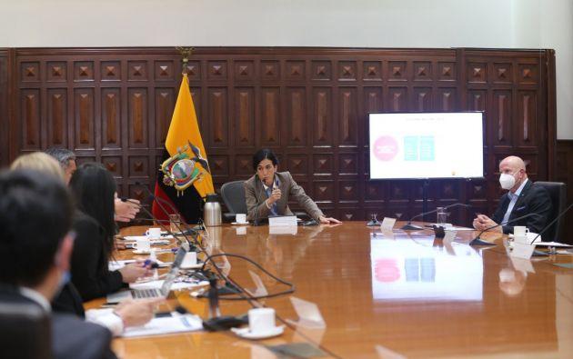 María Alejandra Muñoz y el equipo de trabajo del Gobierno entrante, encabezado por el vicepresidente electo, Alfredo Borrero.