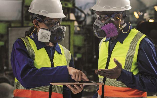 Los equipos de protección personal son elementos esenciales para prevenir el contagio del COVID-19. Foto cortesía Tonicomsa