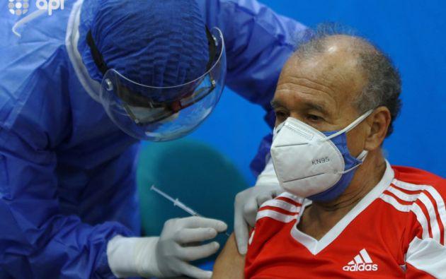Desde este lunes, los afiliados del IESS ya pueden vacunarse.