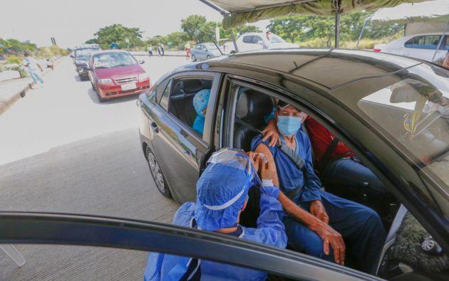 El método inoculará a personas mayores y con discapacidad sin siquiera bajarse del auto.