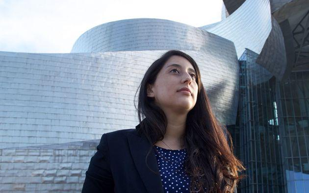 Karla Tobar, radicada en la ciudad vasca de Bilbao desde hace seis años, prepara su tesis sobre conservación de medios digitales.