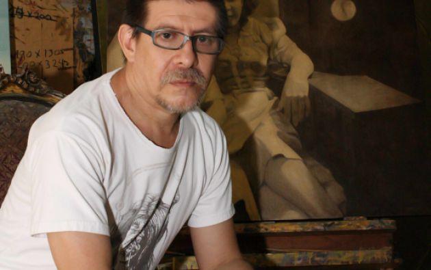 Jorge Velarde nació en 1960 y lleva 37 años en el mundo del arte.