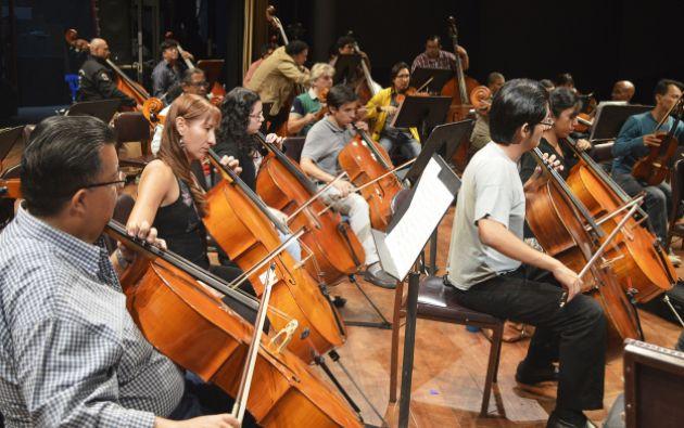 Ensayo en el Teatro Centro Cívico Eloy Alfaro.