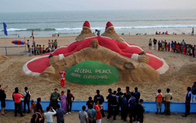 En un lugar turístico de India recrearon esta imagen en la playa. Foto: AFP