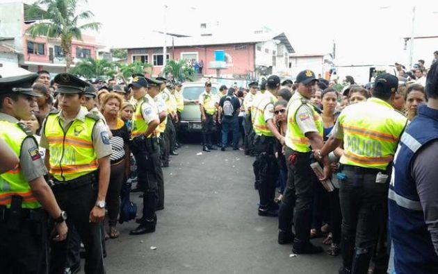 Policía Nacional intentó mantener el orden en el sepelio. Foto: Twitter / Policía Nacional