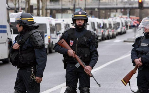Fuerzas de seguridad resguardando las calles de la ciudad. Foto: AFP