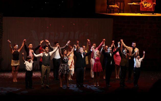 Todo el elenco del musical.