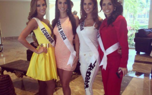 Junto a Miss Costa Rica, Miss Serbia y Filipinas. Foto: Facebook / Miss Ecuador