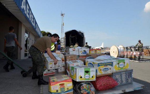 La ayuda para transportar víveres hacia la Isla también vino de otras entidades, como de la FAE. Foto: Twitter / FAE