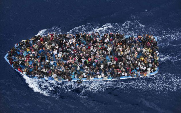 El segundo premio en la categoría de noticias generales fue para el fotógrafo italiano Massimo Sestini. La imagen muestra el rescate de inmigrantes por una fragata italiana en junio pasado. Foto: World Press Photo vía REUTERS