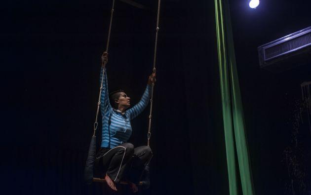 Barbara Fernandes como 'La Trapecista Muda'.