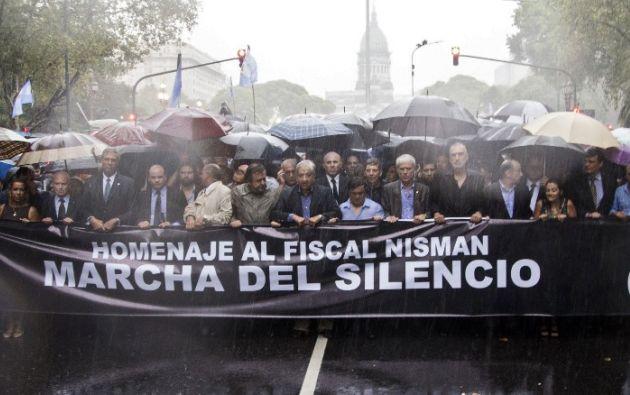 Fiscales y políticos opositores también marcharon. Foto: AFP