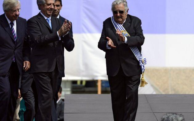 En la entrega de la banda presidencial. Foto: AFP