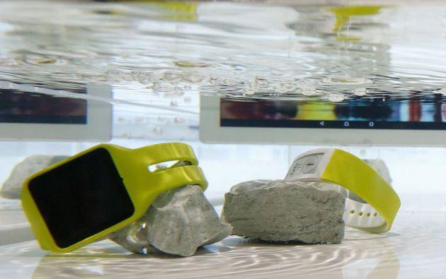 La línea Xperia Aqua de Sony también incluye smartwatches y smartbands.