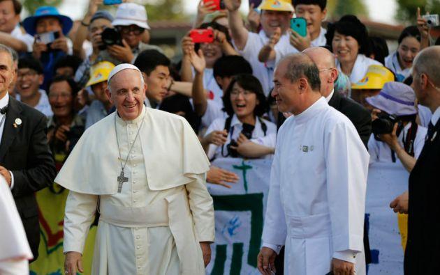 El papa cruzó las fronteras y viajó a Asia. Millones lo recibieron en Corea del Sur.