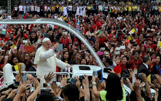 También estuvo en Filipinas. Su mensaje se centró en los pobres, los sin techo y los niños.