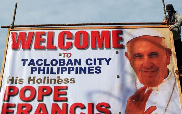 Tacloban, ciudad devastada por el tifón Hiyan, recibió la visita del pontífice, quien recordó a las miles de víctimas.
