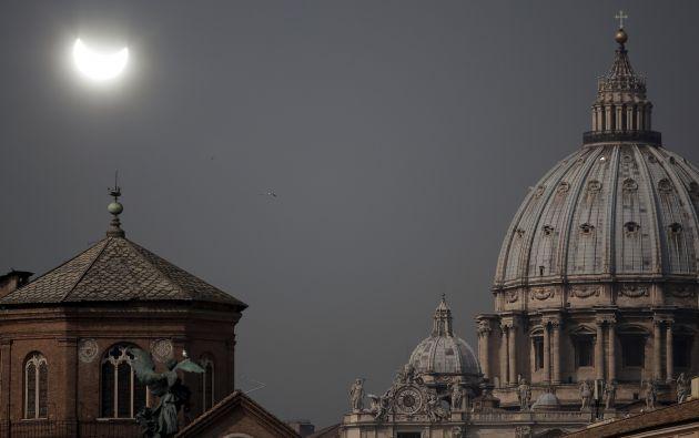 El eclipse desde el Vaticamo, Roma. Foto: AFP