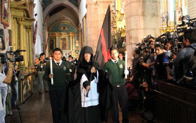 El Arrastre de Caudas es una tradición religiosa que se realiza únicamente en Quito. Foto: Quito Turismo