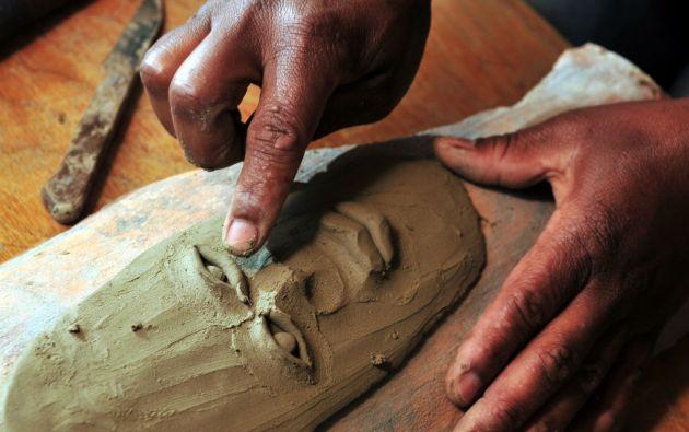 Las máscaras son pintadas, en algunos casos con betún para que tenga el característico toque de madera.