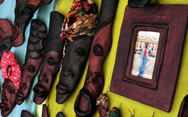 Algunas de las obras son decoradas con coloridos pañuelos.