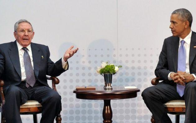 El histórico encuentro entre Obama y Castro. Foto: AFP