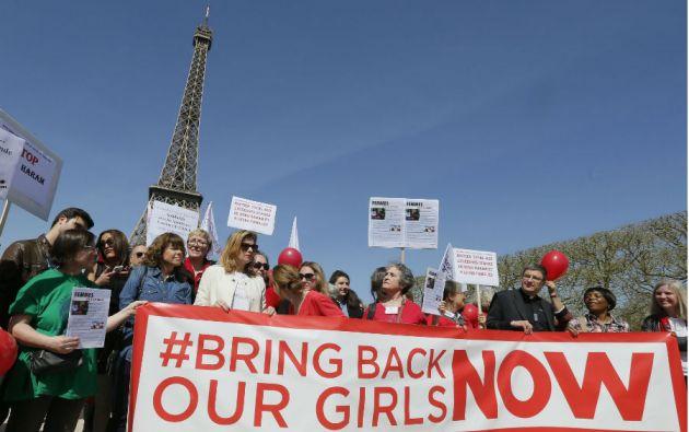 En varias partes del mundo, como en Francia, se realizaron actos para reclamar la liberación de las menores. Foto: REUTERS