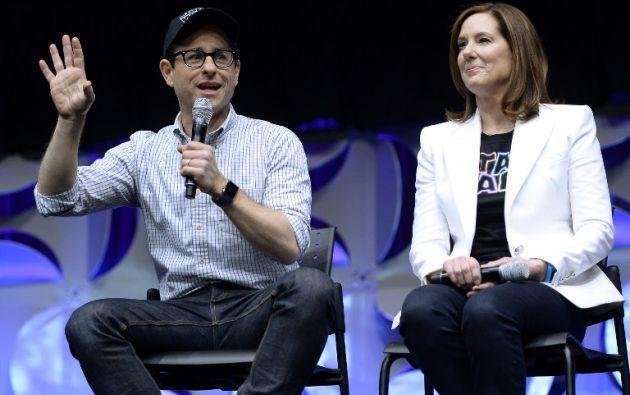 El director J.J. Abrams, junto a la presidenta de Lucasfilm, Kathleen Kennedy, sucesora de Lucas al frente de la compañía.