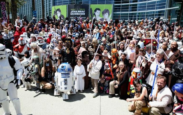 La pasión por la saga no tiene edad. Jóvenes y adultos disfrutan de Star Wars por igual.