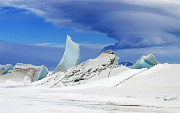 Maravillas en el cielo de la Antártida. Un científico del proyecto IceBridge capturó esta imagen cerca del Monte Discovery en la Isla de Ross, Antártida (noviembre 2013).