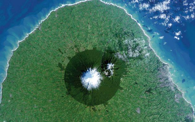 El Parque Nacional Egmont en Nueva Zelanda visto desde el espacio. Se muestran los beneficios y limitaciones de las áreas protegidas.