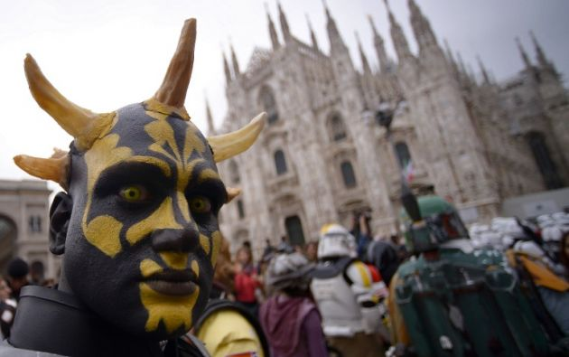 Otro fan de la saga con su interpretación de Darth Maul. Foto: AFP.