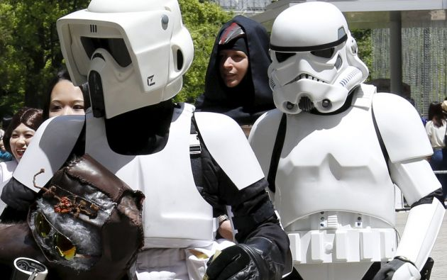 Scout Trooper y un stormtrooper. Foto: REUTERS.