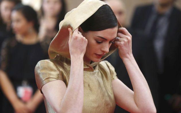 Anne Hathaway ingresando al Museo Metropolitano de Arte. Foto: AFP