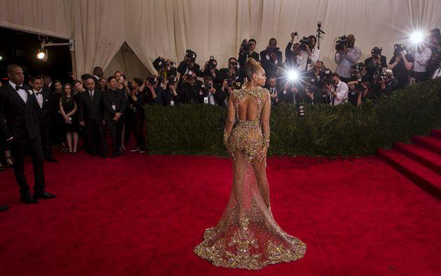 La cantante Beyoncé atrajo las miradas con un vestido de Givenchy. Foto: REUTERS.