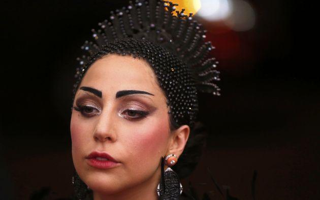 Lady Gaga vistió con el ecléctico estilo que la caracteriza. Foto: REUTERS.