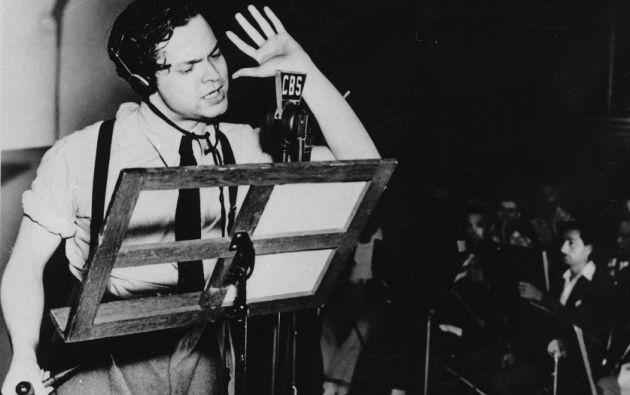 Alcanzó el éxito a los veintitrés años gracias a la obra radiofónica The War of the Worlds, que causó conmoción en los Estados Unidos cuando la gente que estaba escuchando el programa pensó que era una verdadera invasión de extraterrestres.