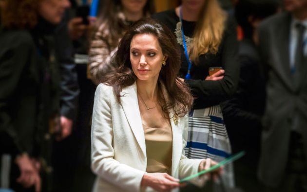 Angelina Jolie (Actriz, directora y embajadora de ACNUR) Considerada una de las mujeres más sensuales del mundo. Es madre de 6 niños: Madoxx, Pax, Zahara (adoptivos), Shiloh, Knox y Viviene, hijos biológicos con Brad Pitt.