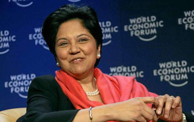 Indra Nooyi, Directora ejecutiva de PepsiCo. Madre de 2 niños. Es considerada una de las cien mujeres más influyentes del mundo.
