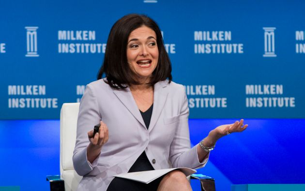 """Sheryl Sandberg (Co fundadora de Facebook - Líder del movimiento """"Lean in"""" y directora de operaciones de Facebook). Madre de 2 niños de 8 y 6 años."""