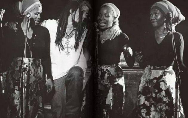 """Las tres coristas de Bob Marley se llamaban de """"I Threes"""" y entre ellas estaba su mujer, Rita Marley."""