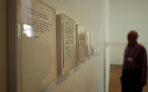 La exposición se acompaña de un catálogo ilustrado, con tres ensayos que evalúan el contexto cultural de los primeros años de Ono.