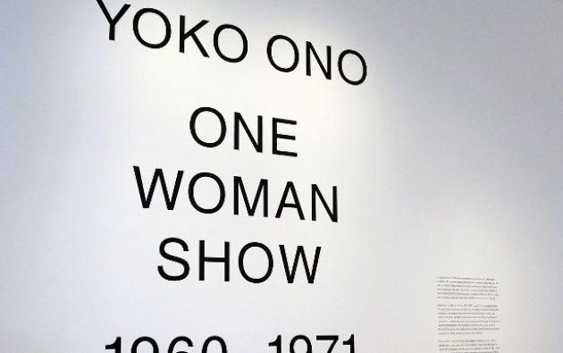 La exposición también explora actuaciones y películas seminales de Ono , incluyendo Cortar Pieza ( 1964) y la película nº 4 ( 1966/1967 ).