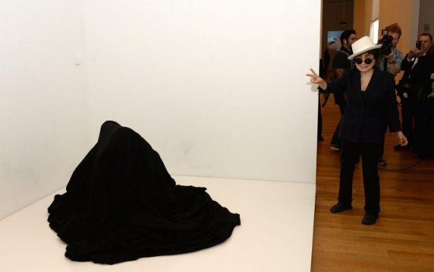 Durante los primeros 11 años de su extensa carrera, Ono se movía entre Nueva York, Tokio y Londres, que sirven de pioneros en el desarrollo internacional del arte conceptual,cine experimental y el arte performance.