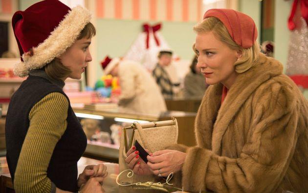 """""""Carol del estadounidense Todd Haynes, es una historia de amor entre dos mujeres  (Blanchett y Rooney Mara) durante la década de 1950."""