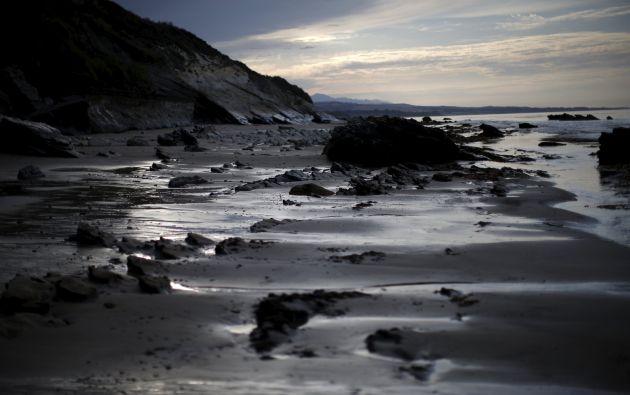Así luce la costa luego del derrame.