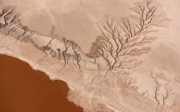 Increíblemente hermosa y extremadamente remota. Koehn lago, desierto de Mojave / JASSEN T.