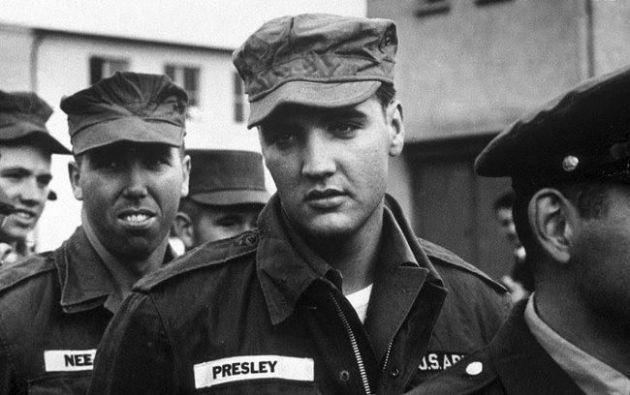 Elvis Presley durante su servicio en la milicia de EE.UU.